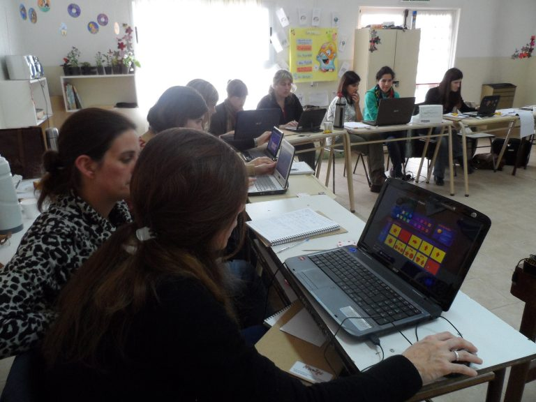 Capacitacion a docentes y profesionales de la región y el país