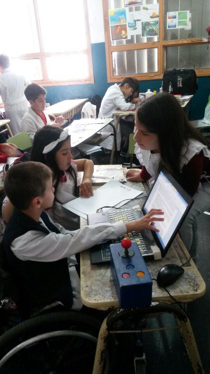Acompañamos el desarrollo de proyectos de inclusión brindando apoyo tanto en el aspecto comunicativo como de acceso a la tecnología, para su desempeño en contextos educativos
